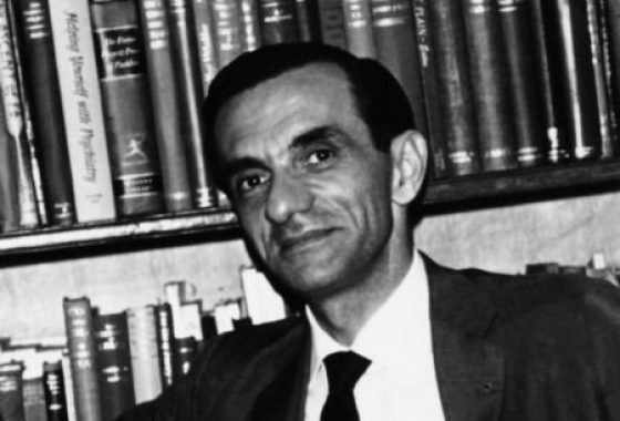 João-Cabral-de-Melo-Neto-Imagem-p3d2nt25mlnz4z0yvgnoptvgp4ymr546umg54lkxco Os cem anos do autor de Morte e Vida Severina Clássicos